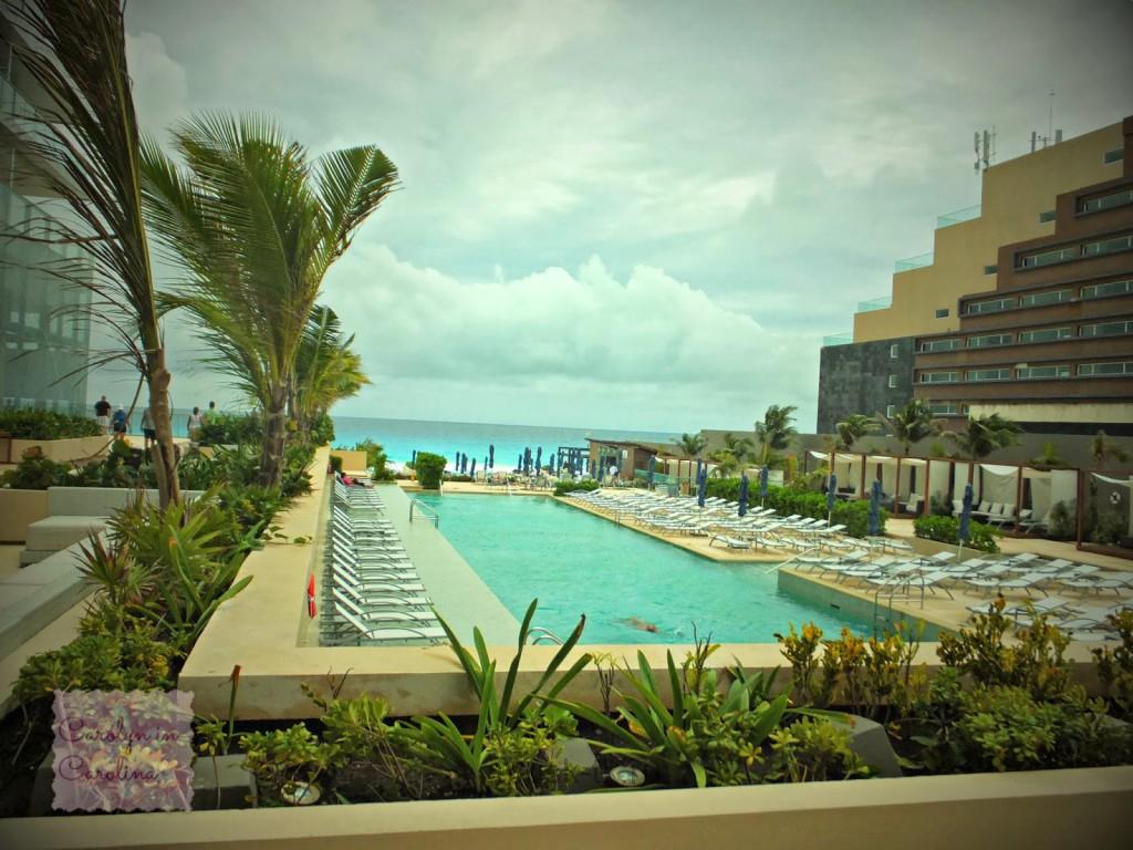 Отель с видом на море и бассейн